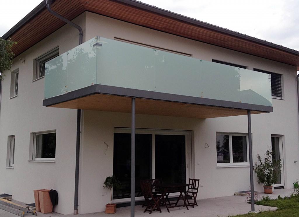 balkonverglasung matt